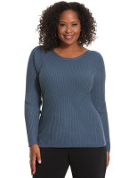 The sweater emphasizes my curves and defines my waist!